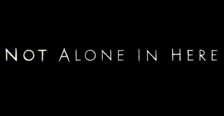 短編ホラー映画『NOT ALONE IN HERE』家の中に自分以外の誰かがいる恐怖